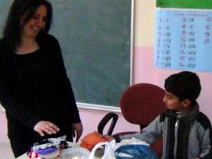 Köy öğretmenlerini duygulandıran hediye