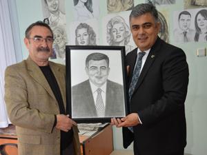 Ressam Öztürk'ten Başkan Özgüven'e sürpriz hediye