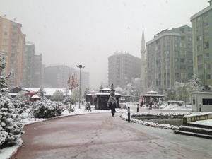 Konyada kar sevinci