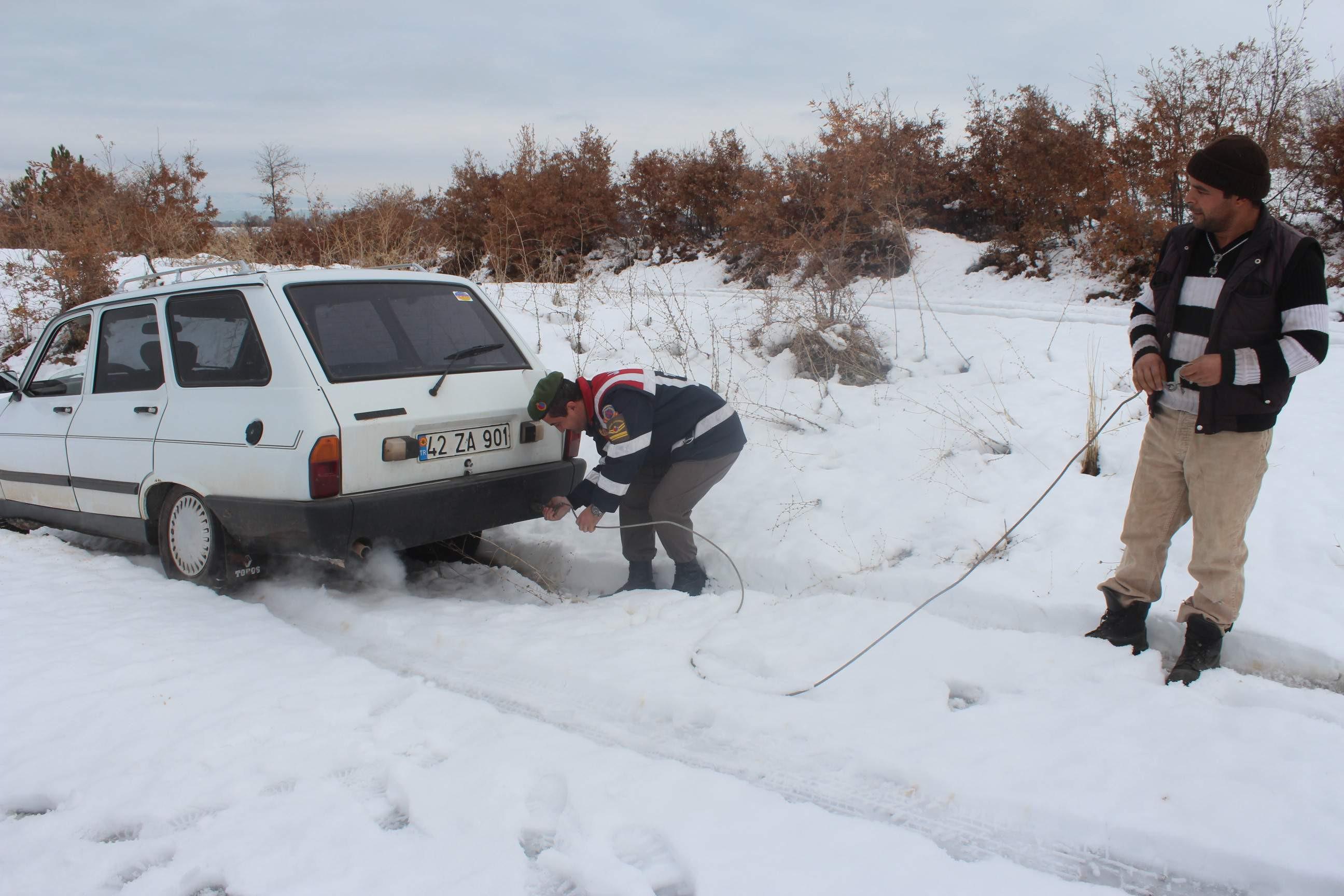 Jandarma yolda kalan araçlar için seferber oldu