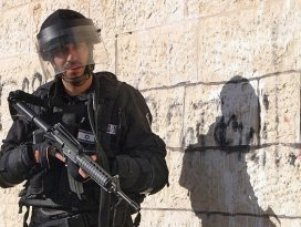 İsrail askeri Filistinli bir genç kızı yaraladı