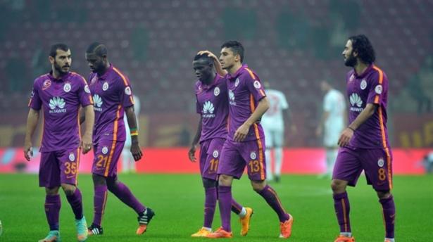 Galatasaraylı oyuncudan hakeme küfür