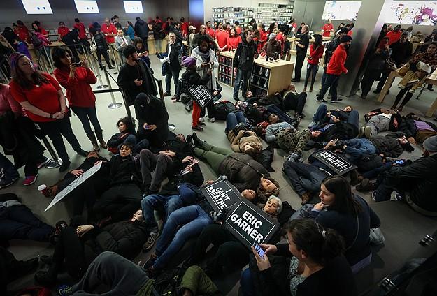 ABDde polise tepkiler sürüyor