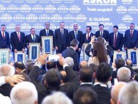Cumhurbaşkanı Erdoğan'dan Recep Konuk'a plaket