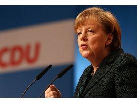 Angela Merkel yeniden genel başkan