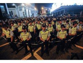 Polis alanları boşaltmaya başladı