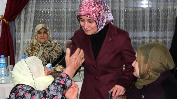 Sare Davutoğlundan huzurevi ziyareti