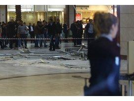 AVMde asma tavan çöktü: 3 yaralı