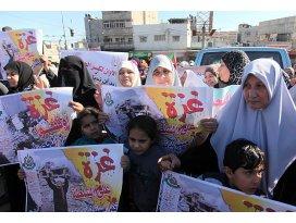 Gazzede abluka kaldırılsın gösterisi