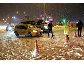 Kar ve tipi bazı yolları kapattı
