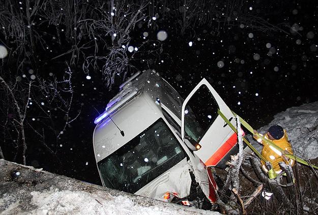 Sivas'ta ambulans baraj göletine düştü: 4 yaralı