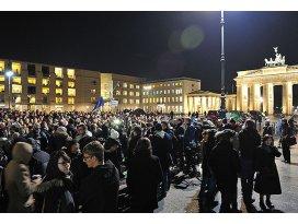 Paris saldırısı birçok yerde protesto edildi