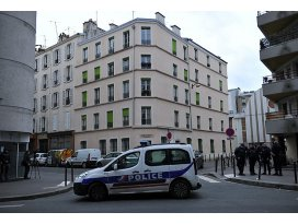 Polis Paristeki sinagogu boşalttı