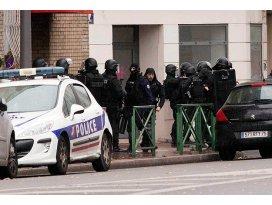 Paris saldırısıyla ilgili gözaltı