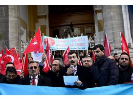 Uygur Türkleri için Eminönünde eylem