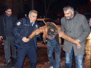 Polisten kaçtı, otomobilin altında yakalandı