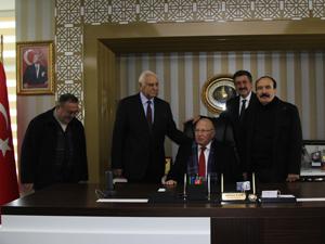 Eski Başkan Kerimoğlu'ndan Başkan Kale'ye ziyaret