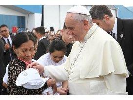 Papa Franciscus Taclobanı ziyaret etti