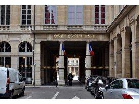 Paris Mahkemesi gösteriyi yasakladı
