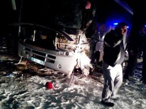 MHP'lileri taşıyan araç kaza yaptı: 1 ölü, 9 yaralı