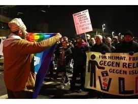 PEGIDA destekçileri ve karşıtlarından eylem