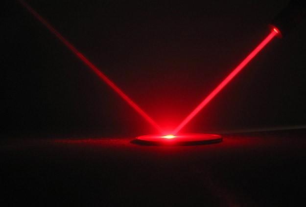İskoç bilimadamları ışığı yavaşlattı