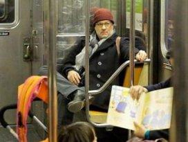 Ünlü aktör metroya bindi kimse tanımadı