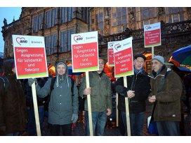 PEGIDA taraftarları ile karşıtları gösteri yaptı