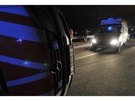 Suriyeye yardım götüren ambulans devrildi