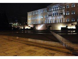 Yunanistanda barikatlar kalktı