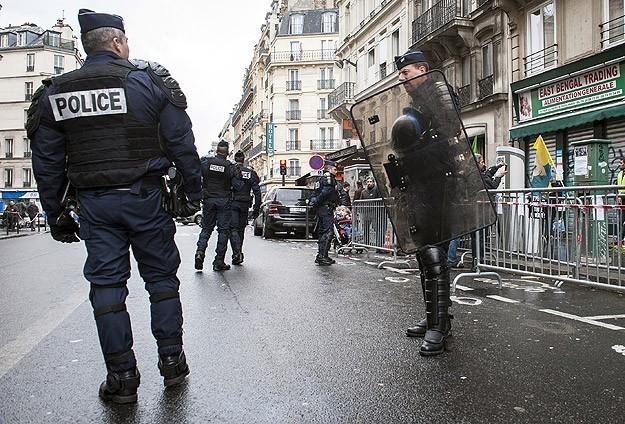 Fransada 8 yaşındaki çocuğun sorgulanması tartışılıyor