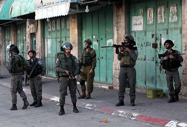 İsrail Batı Şeriada 10 Filistinliyi gözaltına aldı