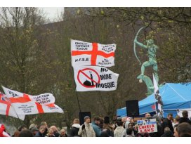 İngilterede İslam karşıtı yürüyüş düzenlendi