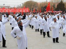 Uygur Müslüman imamlara danslı Çin işkencesi!