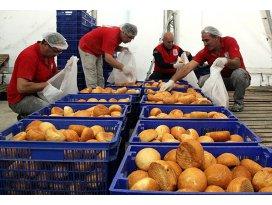 Türkmenlerin ekmeği Türk Kızılayından