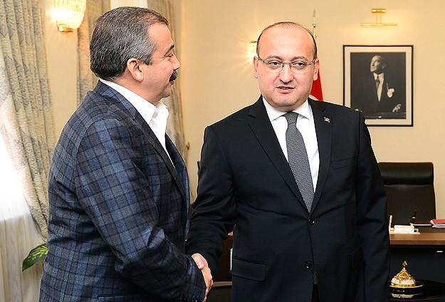 Başbakan Yardımcısı Akdoğan HDPli Önder ile görüştü