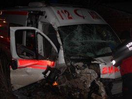 Ambulans kaza yaptı dört kişi yaralandı