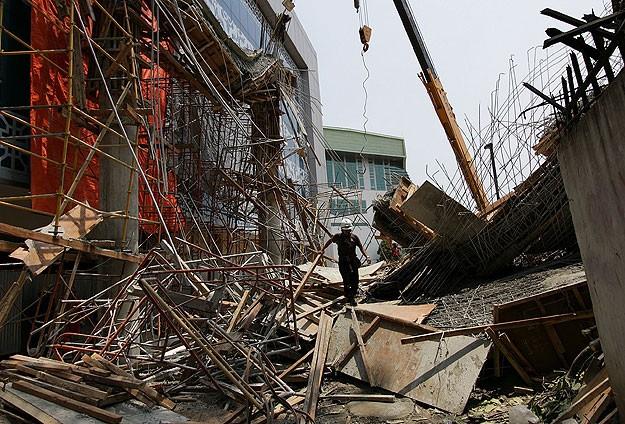 Bina çöktü: 12 ölü!