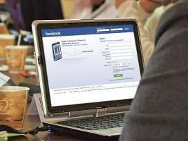Facebook fotoğraflara çıkartma özelliği ekledi