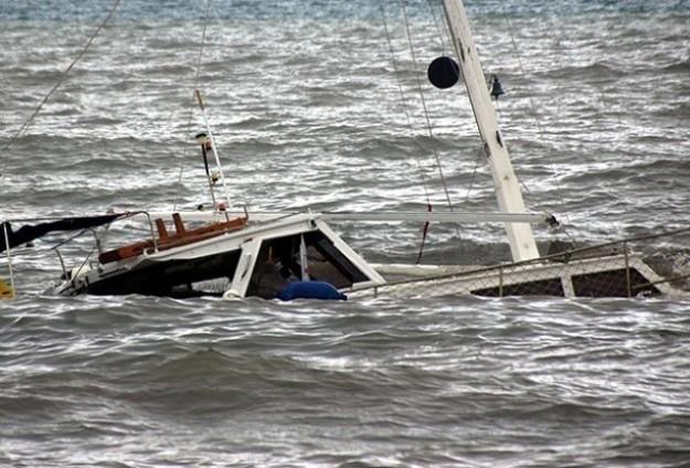 Kaçak göçmenleri taşıyan bot battı! 10 ölü!