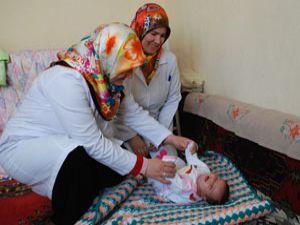 Yeni doğan bebeklere sağlık kontrolü