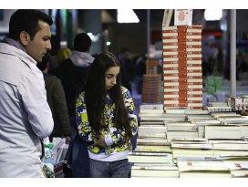 CNR Kitap Fuarına kitapseverlerin ilgisi yoğun
