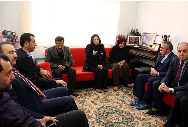 Trabzonspordan Özgecanın ailesine ziyaret