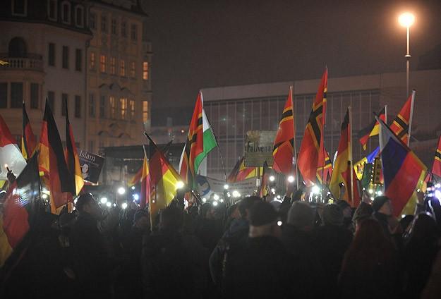 Almanyada İslam karşıtı gösteriler devam ediyor