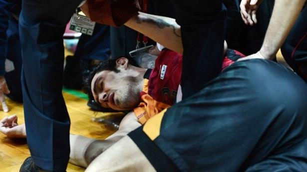 Derbide şok: İki oyuncu hastanelik