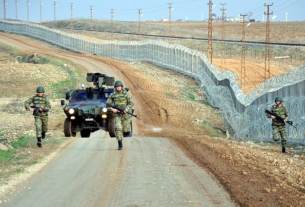 Suriyeye geçmeye çalışırken yakalandılar