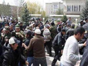Kırgızistanda Türklere ait marketler yağmalandı
