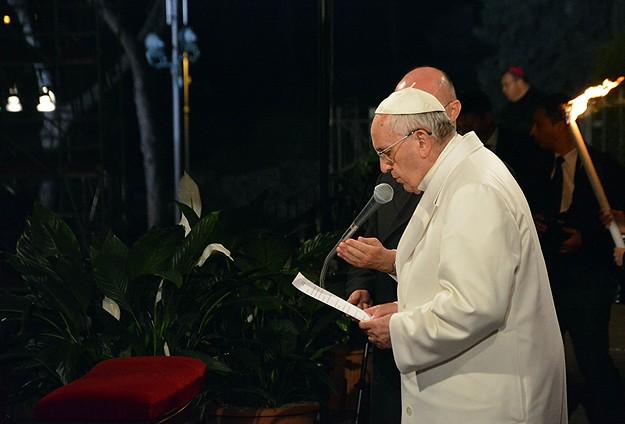 Papa Franciscus Haç Yolu ayinini yönetti