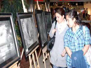 KOMEKte resim ve telkari eserleri sergileniyor