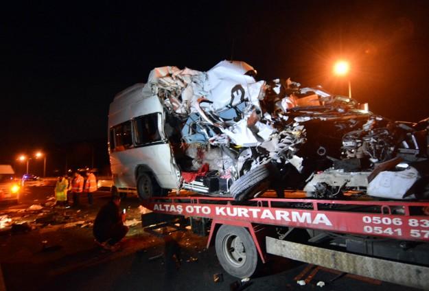 Düğün dönüşü kaza: 7 ölü